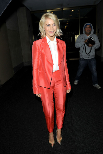 Julianne Hough, Coral Suit