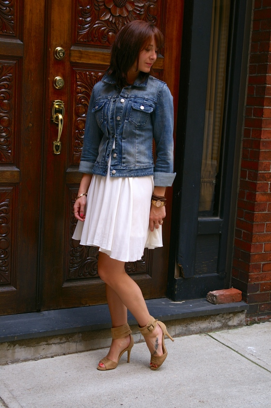 How to wear a denim jacket, Summer layering, Fashion blogger
